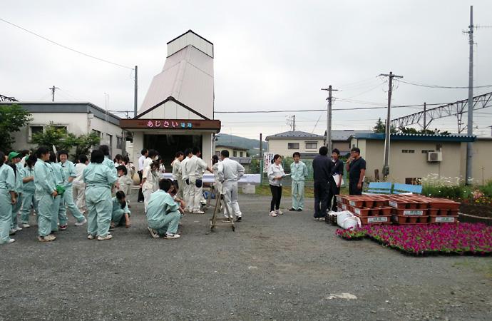 剣吉商店街緑化事業1